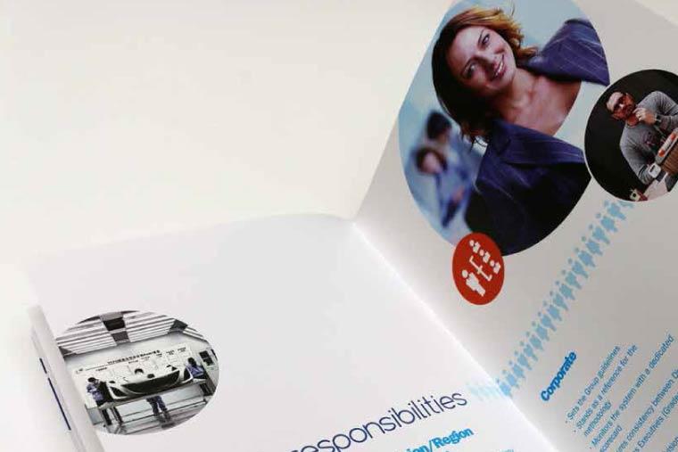creation-plaquette-ressources-humaine-plastic-omnium-agence-communication-92